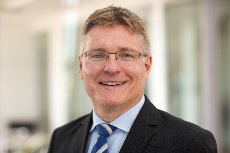 Hubertus Väth NewMark Finanzkommunikation